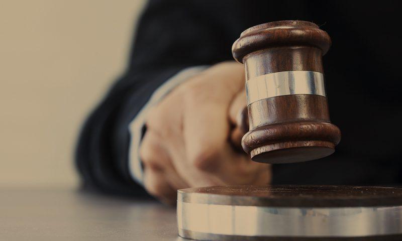 Domare med domarklubba